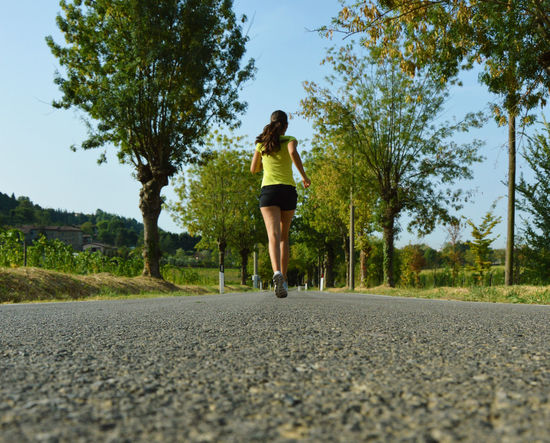 Road Leisure Activity Run Girl Run Runnersworld Champion Sports Clothing Nature Woman Fatigue  Arms Runner Fatigue  Fatigue  Athletics Sportwoman Young Adult Fatigue  Fatigue  Fatigue  Fatigue  Fatigue  Fatigue  Day Jogging Fatigue