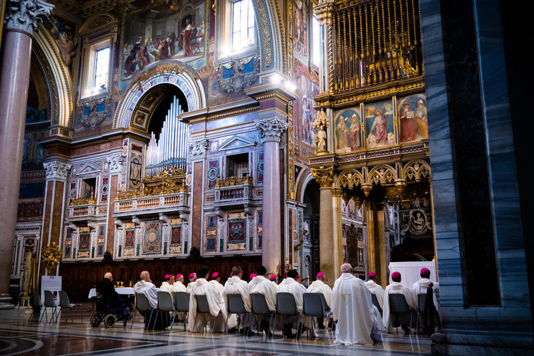 indoor, cathedral, san giovanni in laterano Europe Rome Roma Cathedral Church Religion Large Group Of People Spirituality Place Of Worship Architecture Men People Indoors