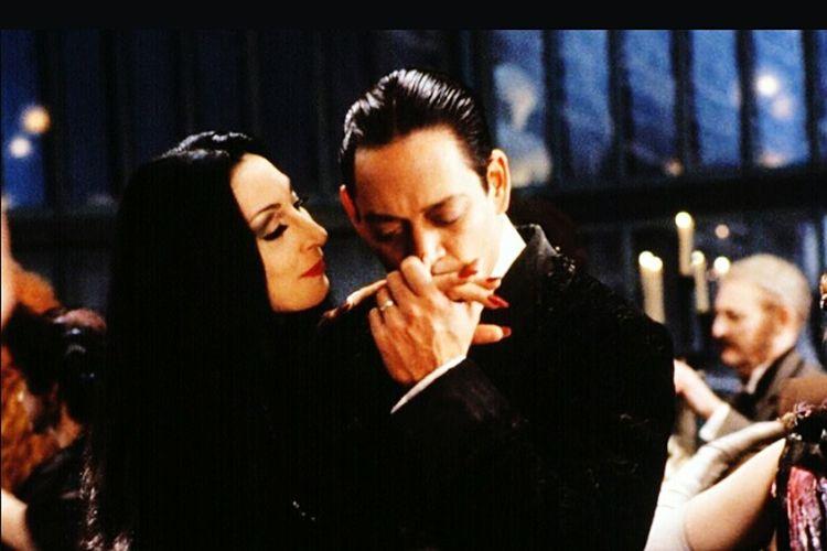 Love.. Dark Togetherness Addams Addamsfamily Eyeemphotography Another Day EyeEm Picture Leisure Activity Portrait EyeEmbestshots Brandnewday EyeEm Italy Picoftheday Mypointofview Eyem Gallery Kiss Love