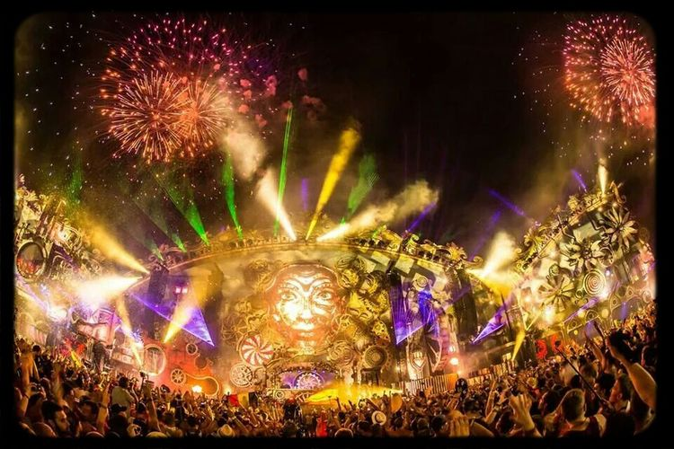 Tomorrowland 2014 Enjoying Life Hello World