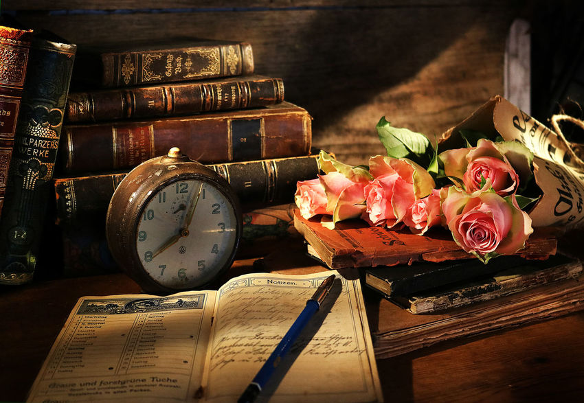 Flower Table Time Book Still Life Wood - Material Clock Bouquet Vintage Antique Books Alarmclock Old