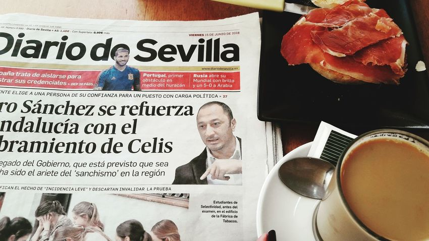 Con la a actualidad Diario de Sevilla . Mycapture Of The Day Photography Mypicoftheday My View Expectation #coffee #coffeediary #moments Mylife❤ Business Close-up Information Note Information Sign