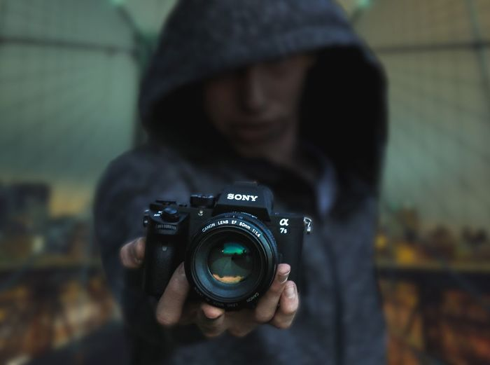 Photography Themes Camera - Photographic Equipment Real People Photographer Technology Photographing Digital Camera (null)Focus On Foreground Men SLR Camera Holding One Person Leisure Activity Camera Digital Single-lens Reflex Camera Lifestyles Outdoors Modern Day Close-up Urban