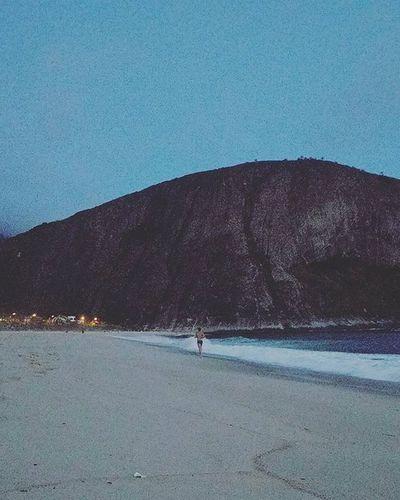 Happy hour is running hour when you can run off to the beach after work. 🏞 Running Sunset Itacoatiara Nature Naturelovers Itacoatiaradise Rio Beach Runners