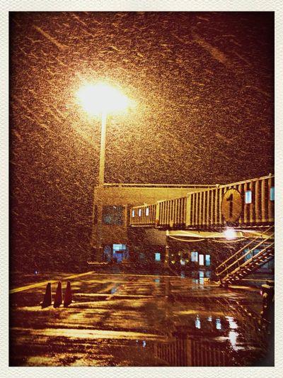 눈오는 청주공항.. 내일도 눈온다는데... 헐~ Airport Layover