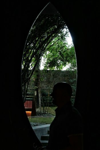 Silhouette Window Windowsaroundtheworld Window DesignSiluet Siluetphoto Windowporn Window View Seetheworldthrougmyeyes Seetheworldthroughmylens One Person Men Building Detail Modern Window Architecture Design Architecturelovers One Man Only Siluet Photography Siluet