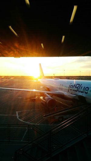 Jetblue a321 at Jfk in a winter sunrise Cold Winter ❄⛄ New York JFKAirport Flying Best