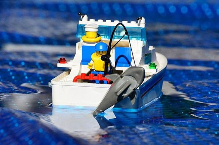 Gone fishing..Toyonlocation Toy_nerds Legos LEGO Legoboat Toycrewbuddies Toygroup_alliance Toystagram Toystory Toypictures Toyboners Phxtoypics Teamnikon Ishootwhatiwant Tv_hdr Igaddict Elite_shotz Toydiscovery Toyoutsiders Toypictures Toyart Toyjuice Fishing Capturedplastic