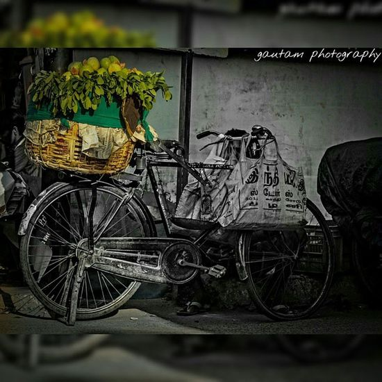 Cannon 600D Streetphotography Lifestyle Salesman Fruits Nature Summer Hot Photoshoot Evening Throwback ShoutOut Streetvendor India Streetart Street Life Love Incredible India Lifemoment Motivation Peace Healthy Food Goodvibes Art