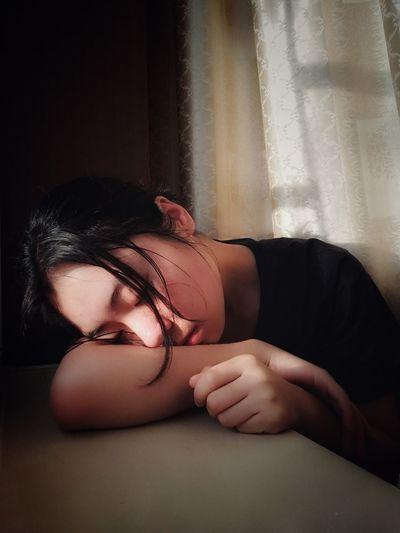 Young Women Women Females Lying Down Beauty Beautiful Woman Close-up