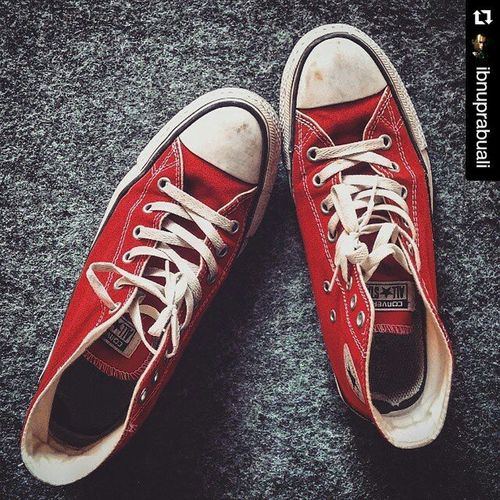 Repost @ibnuprabuali with @repostapp ・・・ Chucktaylor Converse Converseallstar Redconverse Shoes Sneakers Converseshoes