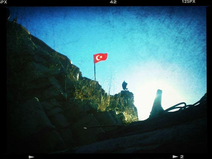 Ne Mutlu Türk'üm Diyene !