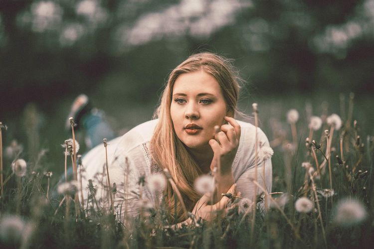 Nature One Person Outdoors Beauty Women Portrait Close-up Beauty In Nature Flower Lifestyles Blonde Girl Looking At Camera Beauty Of Nature Plant Outdoor Photography Photography The Portraitist - 2017 EyeEm Awards Photoshoot Photo Of The Day Forest Photography Make-up Springtime Photoshop Photographer