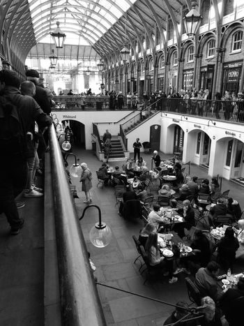 Lunch at Covent Garden Architecture Large Group Of People Real People Lifestyles Enjoying Life Entertainment The Street Photographer - 2017 EyeEm Awards The Street Photographer - 2017 EyeEm Awards