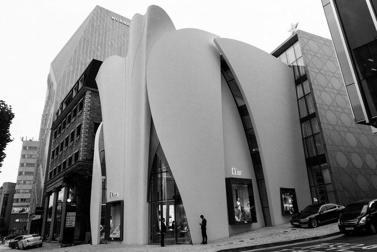 Black And White Dior Exterior EyeEm Korea Façade Flagshipstore Landmark Modern Monochrome Seoul, Korea Urban