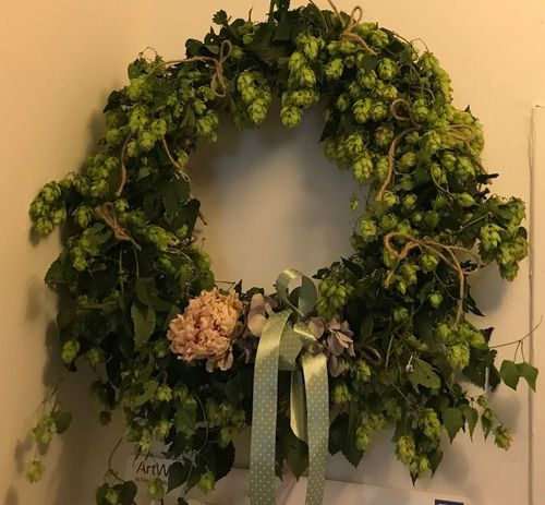 Hopfenkranz Nature_collection EyeEm Nature Lover Picoftheday Selfmade Green Color Plant Growth Leaf Plant Part Nature Tree Indoors  No People Food Wall - Building Feature Potted Plant Food And Drink Beauty In Nature Day High Angle View Table Wreath Built Structure Leaves