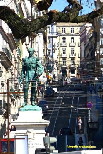 Paisagem urbana no centro da cidade de Lisboa, Portugal. Fotografiaderua Fotografiaurbana Fotografiaestatua