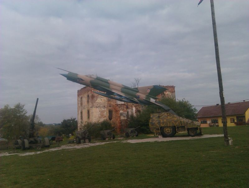 Airplane Architecture Armor Built Structure Canon Cloud - Sky Cloudy Outdoors Sky Turanj War Museum