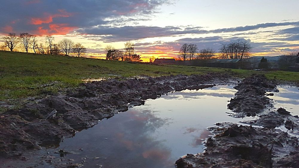 Sunset And Clouds  Sunset Ashbourne Colours Field Derbyshire Ukigers Igers Igersuk