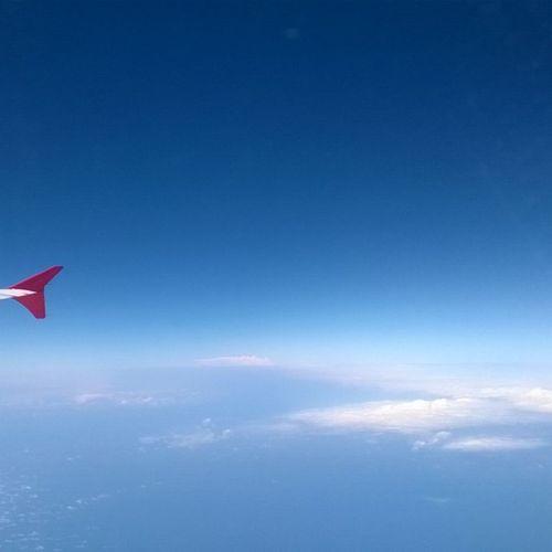 Somewhere between CWB and GIG. Nofilter Bluesky Clouds Tamflight TAM High Life Flight Flight ✈ Blue Sky Nuvens
