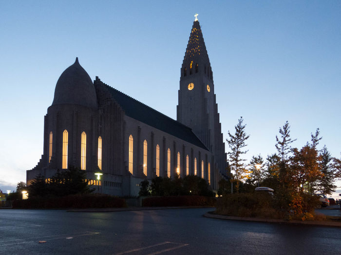 The church Hallgrímskirkja in Reykjavík Church Cityscape Hallgrìmskirkja Iceland Reykjavik Roof Architecture Building Exterior Built Structure Clear Sky Day Downtown District No People Outdoors Sky Steeple Structure Tower Tree