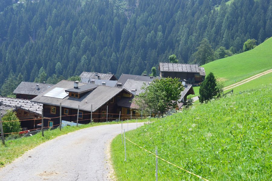 Italien Italia Italy Alto Adige South Tyrol Südtirol Ultental Architecture Built Structure Plant Building Building Exterior Tree Growth Green Color Nature House Mountain Beauty In Nature Land No People Residential District Day Roof Landscape Sunlight Scenics - Nature