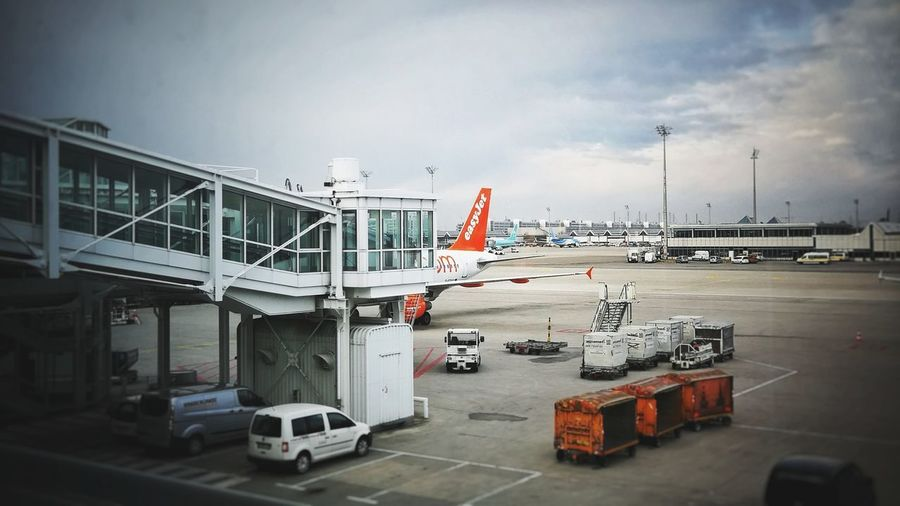 Boarding Munich Airport Airbus A320 EasyJet Orange Color Travelling City Car Sky Passenger Boarding Bridge Airplane