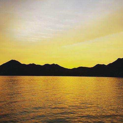 Suguaro Lake doing its thang Saguarolake Sunset AZ Azsunset Gold Goldensky Goldenlake 🌅🌅🌅