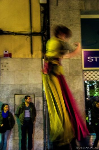 """Título: """"Vagus animis"""" Autor: Marcus Populus Lugar: Girona Cámara: Sony NEX 3 Punto F: f/4.5 Tiempo de exposición: 1/6s Velocidad ISO: 1600 Distancia focal: 35mm Fotografía Callejera"""