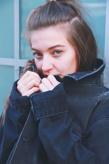 ❎ Portrait Discover  Follow Portrait Warm Clothing Young Women Portrait Beautiful Woman Cold Temperature City Winter Beauty Women Beautiful People Coat Fur Sweater Shawl Denim Jacket Jacket Trench Coat This Is Masculinity