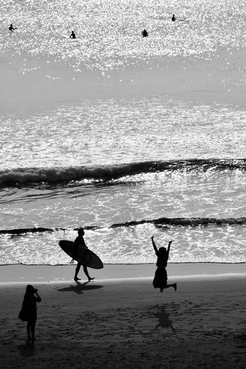 Take ! Beauty In Nature Black And White Day EyeEm EyeEm Gallery Horizon Over Water Lifestyles Light And Shadow Monochrome Ocean Outdoors People Of The Oceans Sea Take! Water