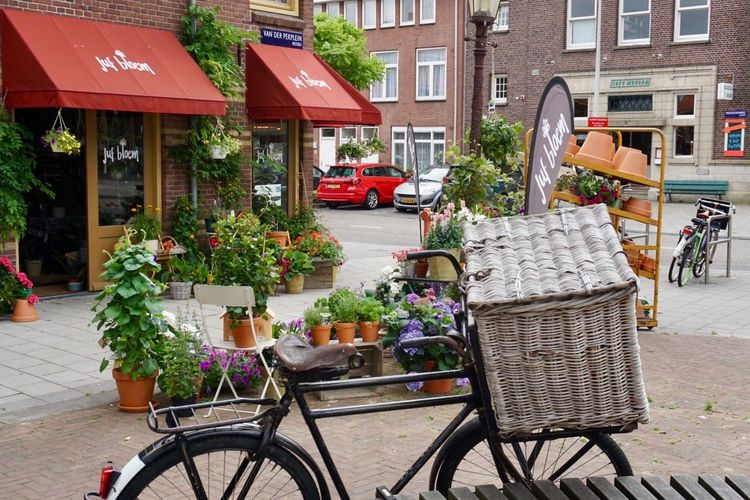 Flowershop On The Street🌷💕 Building Exterior Architecture Transportation Mode Of Transportation Built Structure City Plant Bicycle Street Flower Flowering Plant