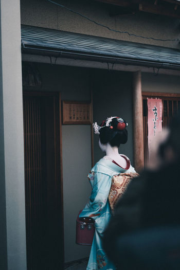 Maiko // IG: @taromoberly Maiko Geisha Japan Japan Photography Japanese  Japanese Culture Culture Tradition Traditional Traditional Clothing Kimono Streetphotography Street Street Photography People Lifestyles Real People Candid Kyoto