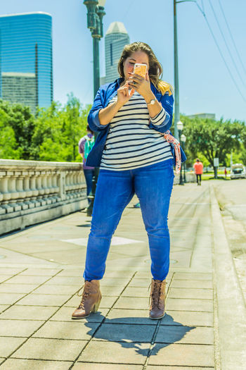 When the Diva shows up for a shoot. I love candid shots, im here moments Phone Photoofheday Full Length Casual Clothing City Front View One Person Wireless Technology Outdoors Portrait Diva Houston Texas Bridge
