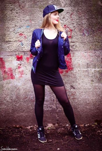 Lässiger Style Me Girl Cappi Redlips Adidas Shooting Outdoor