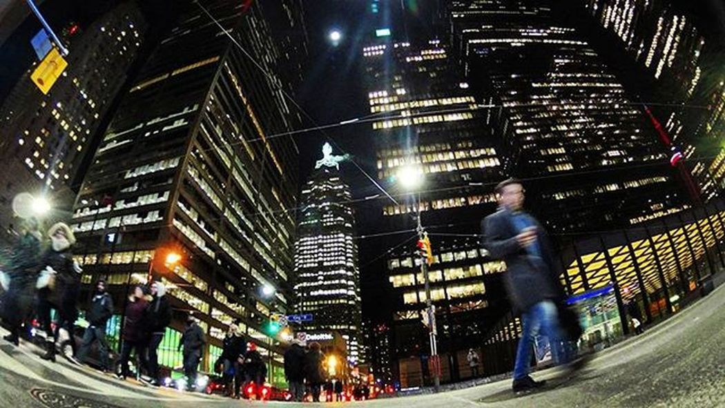 present moment The6ix Viewsfromthe6 Streetsoftoronto Citylife Cityscape Toronto Lifeofham Streetphotography Lights Perspective Moments City Street