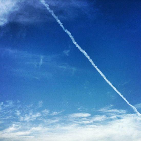Blue Sky Clean White آسمان  آبی هوا تمیز