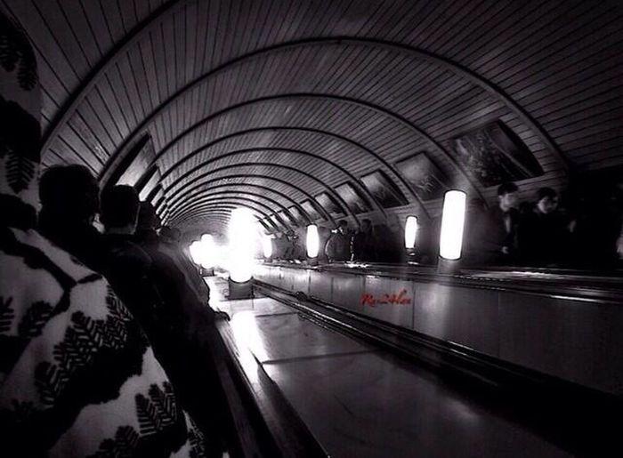 Moscow Subway Black & White Light