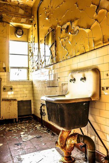 Alluring Ruins Peeling Paint Beauty Of Decay EyeEm Best Shots Getting Inspired Beautiful Creative Light And Shadow Rotting Away Rust EyeEm_abandonment Urbex