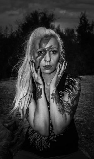 Only Women Long Hair Portrait Beauty Front View One Woman Only Blond Hair Looking At Camera Beautiful People Beautiful Woman Close-up Tree Nature Sky Blackandwhite Photography Blackandwhite David Bowie Tribute Lady Stardust Face Paint Model Tiina K David Bowie Dedication Female Model Sitting Creativity
