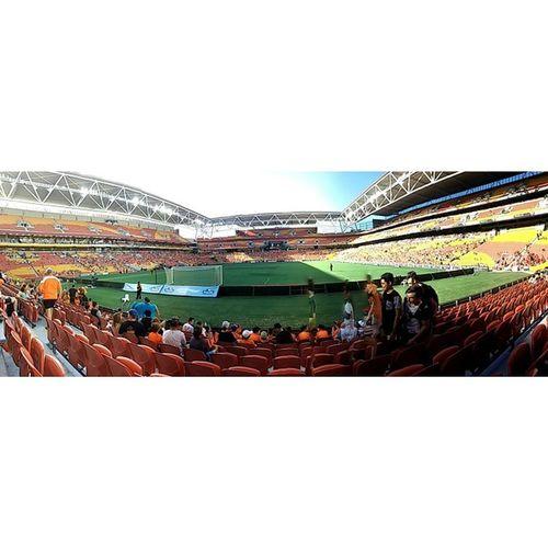 This is my first time to see professional football game in Australia.BrisbaneRoar Football 覺得興奮 覺得幸運 覺得新奇