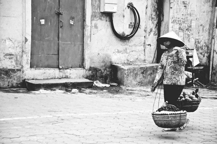 Street peddler Blackandwhite Blackandwhite Photography Black And White Photography Black And White Collection  Black And White Portrait Street Photography Street Peddler Food Sellers Hanoi Hanoi Vietnam  Earning For Living Earning Money Earning