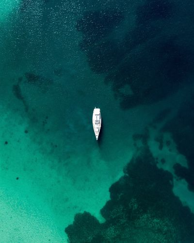 Lone survivor Minimal Ocean Ocean View Outdoors Minimalism Drone Photography Boat Blue Green Color TheWeekOnEyeEM Eyemphotography Eyem Best Shots Eyem Gallery Greece Chalkidiki Halkidiki Swimming Sea Life Water Sea Underwater Eyesight Adventure Coral Reef Sea Anemone Drone  Ocean Floor My Best Photo