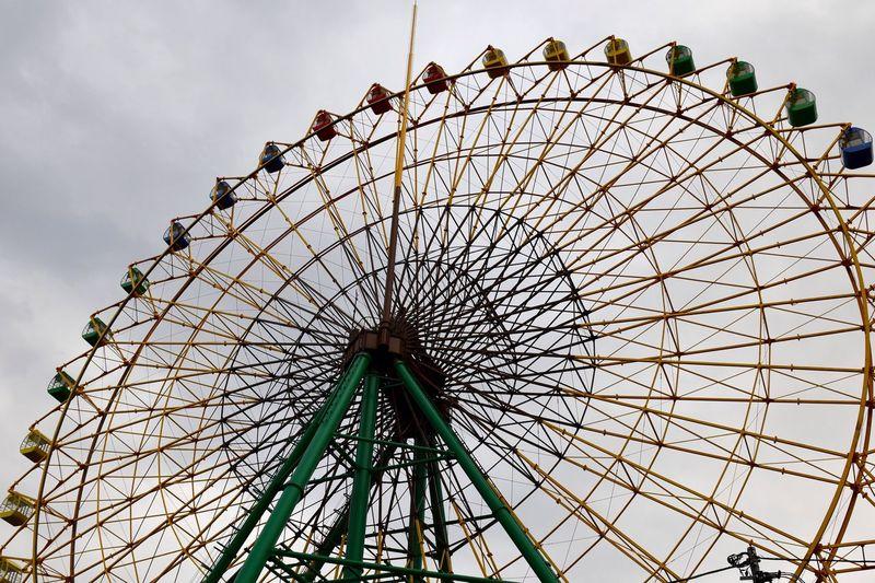 EyeEm Selects Isesaki Kezoji Park Ferris Wheel Low Angle View Amusement Park Amusement Park Ride Ferris Wheel Sky Arts Culture And Entertainment No People Circle Shape Large Leisure Activity Geometric Shape Cloud - Sky Outdoors Architecture Pattern Day 17.62°