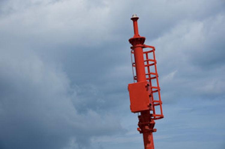 Segnale del Porto Porto Segnaletica Sea Industry Red Drilling Rig Pipe - Tube Oil Industry Sky Cloud - Sky Building Exterior Architecture