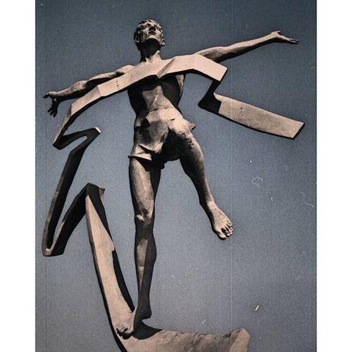 Statuary Marathonrunner Vintagefilter Openomsk omsk inomsk instaomsk15 марафонец скульптура винтажныйфильтр имитацияпленки омск