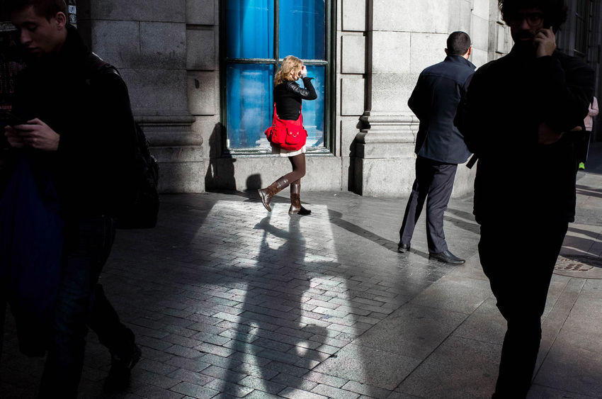 The red bag The Street Photographer - 2018 EyeEm Awards EyeEm Best Shots Madrid UNPOSED Woman Lifestyles Real People Shadow Street Street Photography Streetphotography