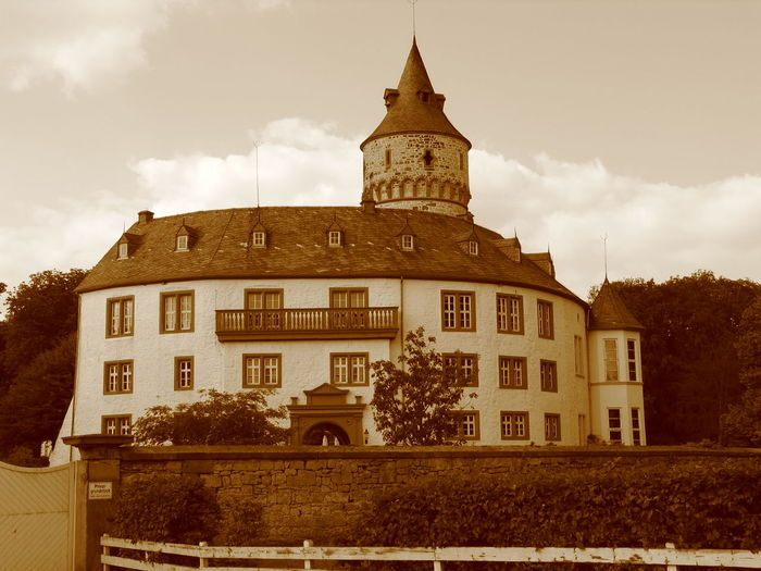 Schloss Oelber Architecture Building Exterior Built Structure Business Finance And Industry Castle Cloud - Sky Day No People Outdoors Sky Tower Travel Destinations