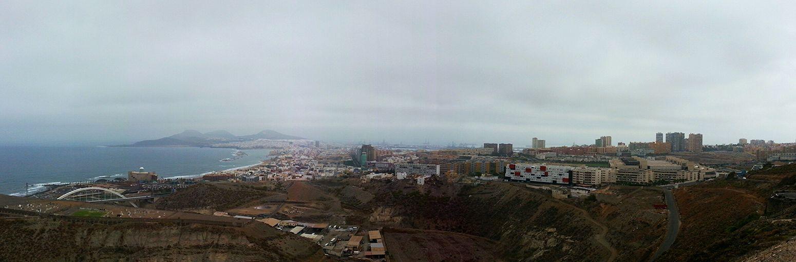 Good morning Eyeemers!! Today my city is all under clouds... no sun today!   Buenos díad Eyeemer@s!! Hoy mi ciudad está entera bajo nubes... nada de sol hoy! Panorama Streetphotography Landscape_Collection ...Rincones De Las Palmas ModernA...
