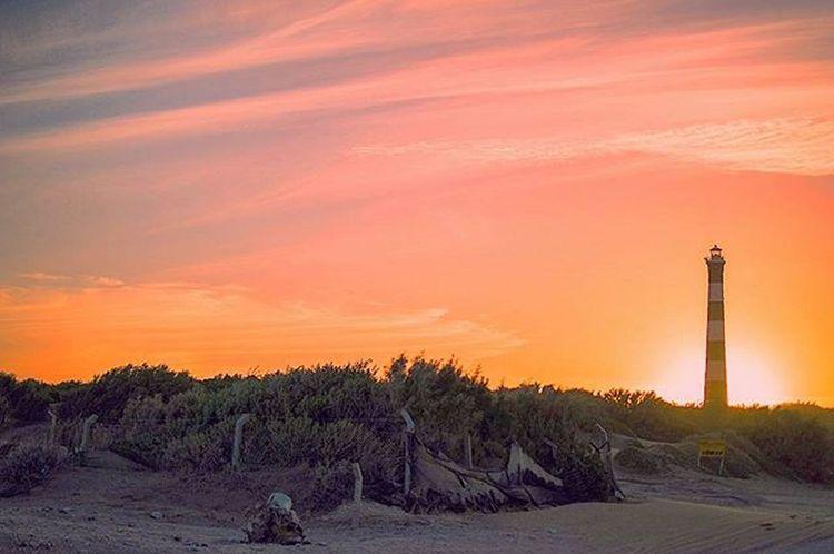 Good morning to everyone! I Like this beautiful sunset at Claromecó's beach over the lighthouse sooo much. Feels magical! Muy buen domingo para tod@s! Amo los faros... y combinado con el atardeceres ni te cuento! Faro Lighthouse Icu_argentina_ Amateurs_shot Bestshot Ig_buenosaires Ig_argentina Igersbsas Igersargentina Nubesdetuciudad Skyporn Picoftheday Instamoment Instagood Instagramers Hallazgosemanal Communityfirst People_and_world Ig_serenity Argentina_estrella Sundown Hope Sunsetmadness Sunsets Sunsetlovers worldsunsetchallenge nikon_photography_ sky_brilliance claromecoarg ig_color